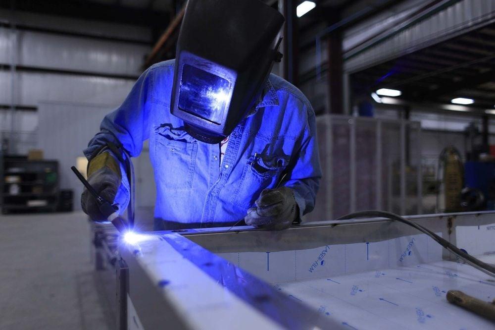 ¿Quieres trabajar de soldador en Australia?